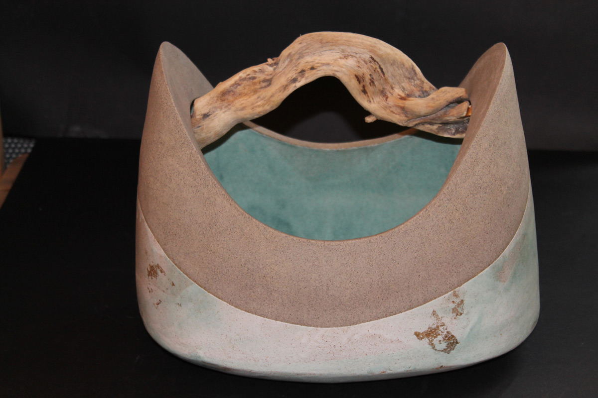Stoneware big vessel with driftwood 'Comballo Verde' A